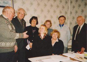 EKSÜ juhatuse koosolekul 2006 aastal, vasakult Kaupo Ilmet, Evald Kampus, Helle Ütt, llli-Maret Uuk, Rein Vill, Valter Haamer; ees Aime Kinnep, Reet Vääri